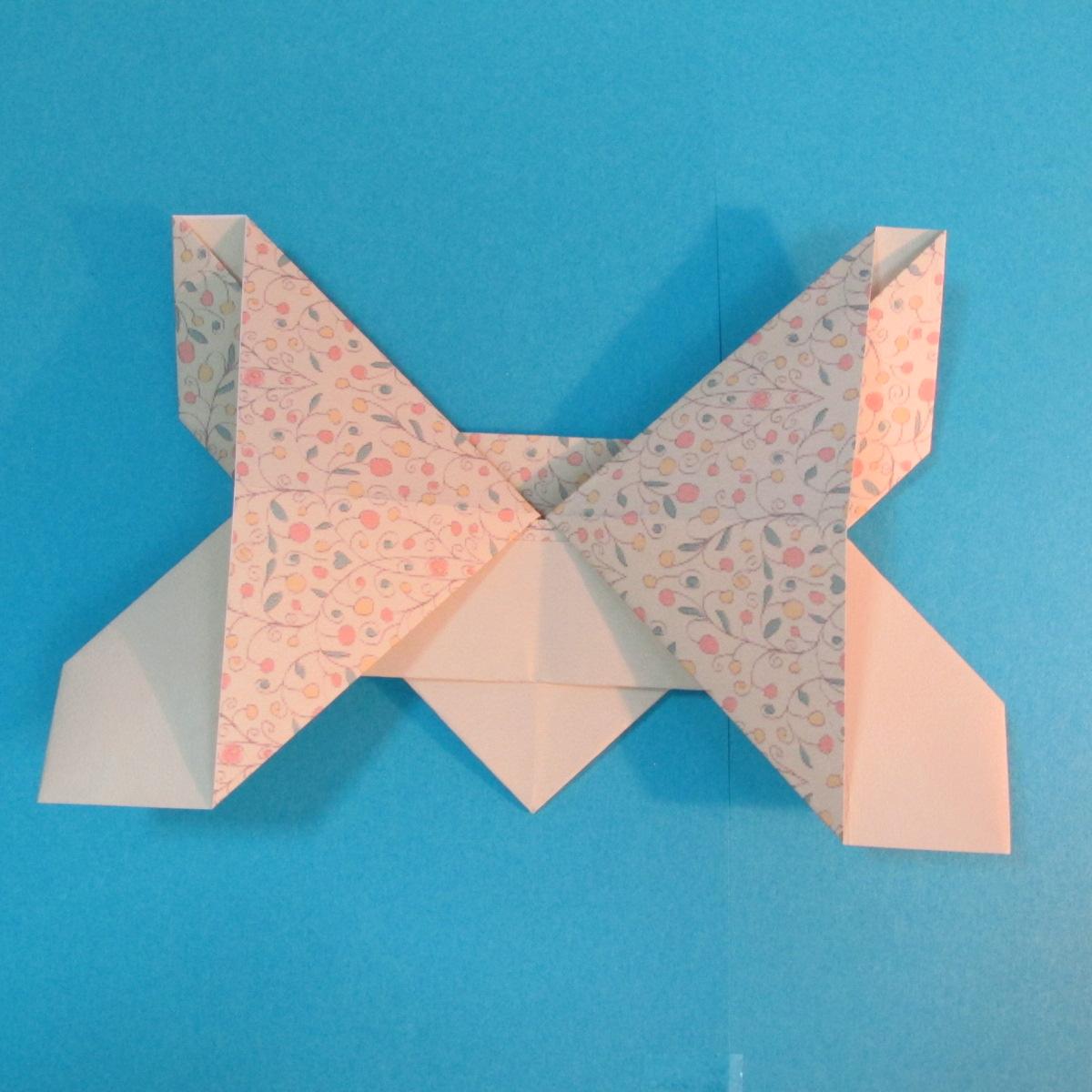 วิธีพับกระดาษเป็นผีเสื้อหางแฉก 029
