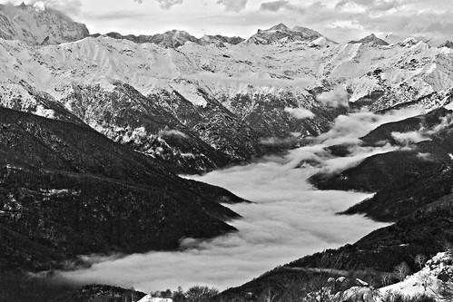 Un canalone di nuvole. by Claudio61 una foto ferma un ricordo nel tempo
