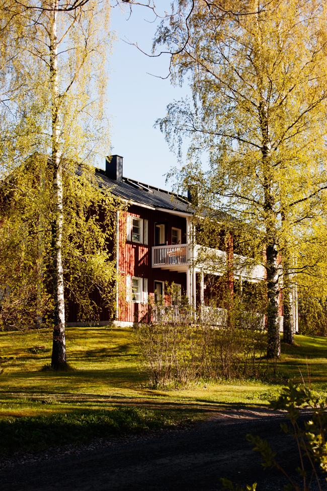 casa-roja-de-madera