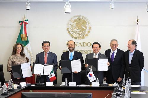 Firma de la carta compromiso entre el Canal del Congreso y The Korea International Broadcasting Foundation.