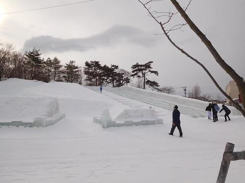 みんながわかさぎを釣ってる間氷のすべり台を滑り倒した