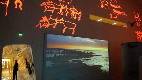 主展場的入口處,有雪中生態、風景展示和傳統圖騰 攝影翠珊