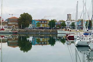 La Rochelle: Bassin des Chalutiers, et, derrière, le quai Georges Simenon et la Ville en Bois