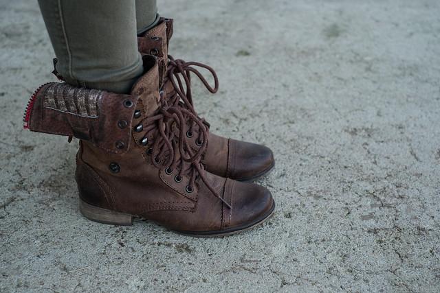Old Navy olive skinny pants, Steve Madden combat boots