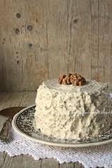 Torta di noci con scaglie di cioccolato e crema al mascarpone