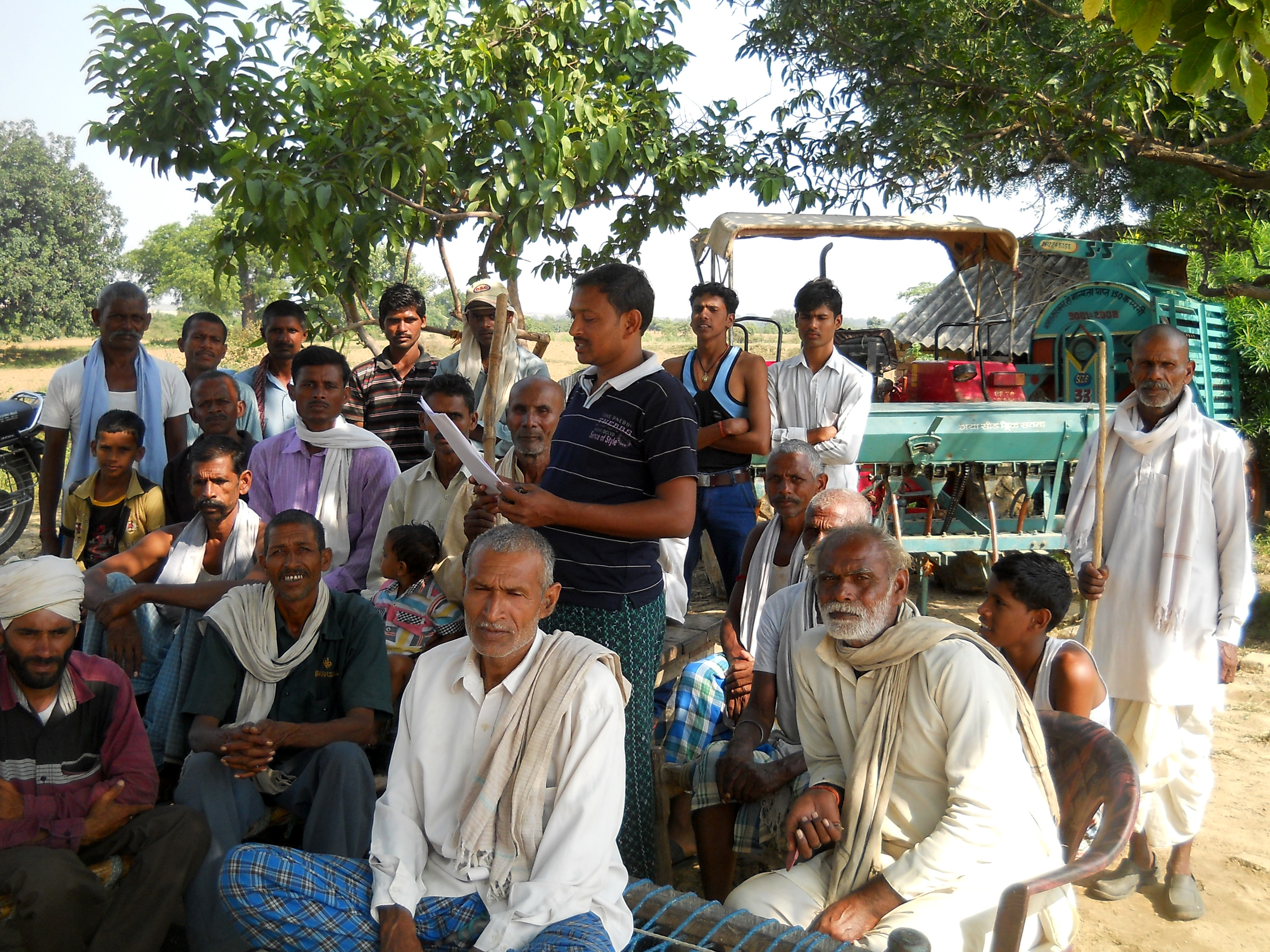 एनटीपीसी का खिलाफ जनसभा करते किसान