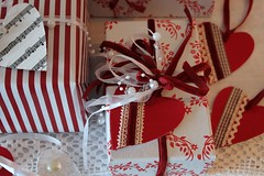christmas decoration(0.0), food(0.0), pink(0.0), gift(1.0), red(1.0), holiday(1.0), valentine's day(1.0),