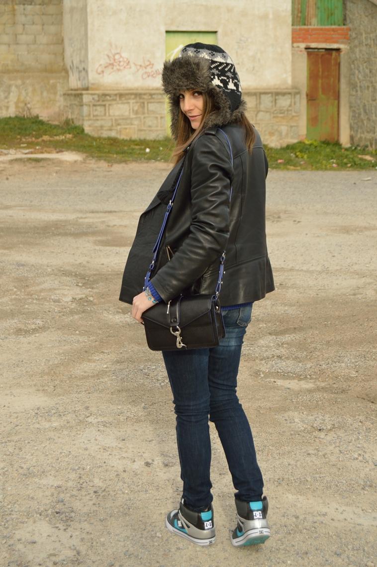 lara-vazquez-madlula-blog-black-blue-outfit-style