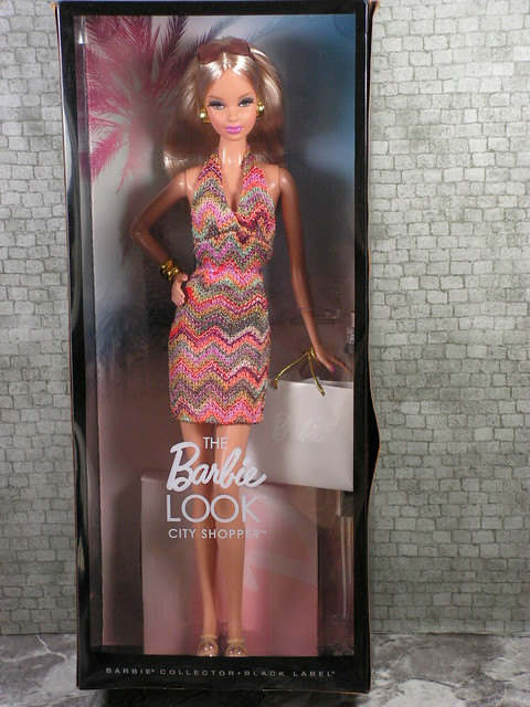 2012 The Barbie Look City Shopper Steffie (1)