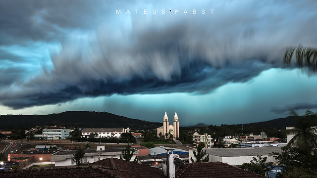 Tempestade se aproximando! Strong thunderstorm coming!
