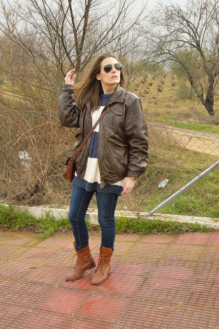 lara-vazquez-madlula-aviator-fashion-look-blue-brown-outfit