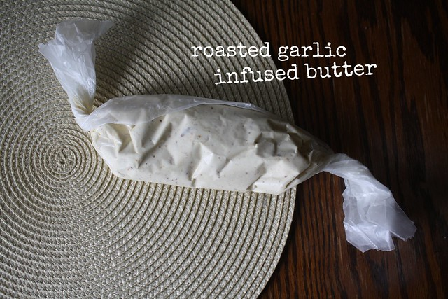 roasted garlic-infused butter by cocinadecella.com