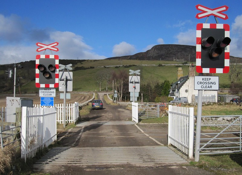 Kirkton level crossing 2011