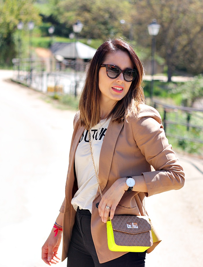Mustang-sorteo-bolso-street_style-outfit-print_tee-coutute-zara