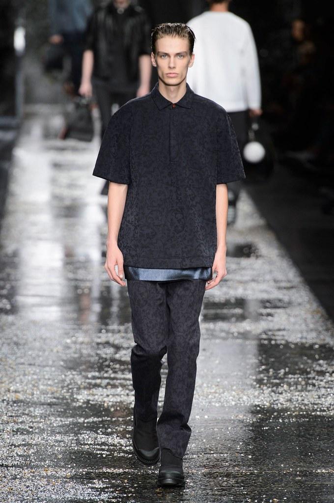Marc Schulze3247_SS16 Milan Fendi(fashionising.com)