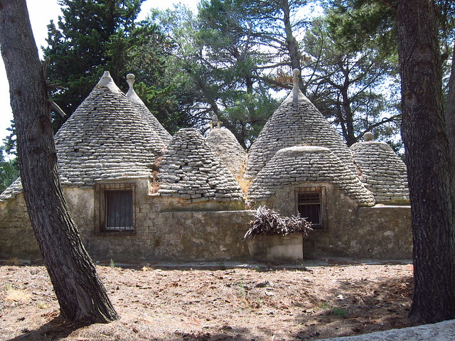 Trulli along the Ciclovia dell'Acquedotto