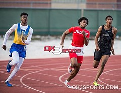 It went down in the boys 200m dash at D. W. Rutledge Stadium featuring Clemens' Tommy Judson's Chris Mills and Steele's JT Woods_17 #ok3sports #TrackNation #milesplit