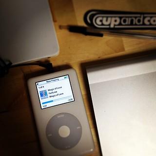 今朝実家から持ってきた古いiPodを再起動。