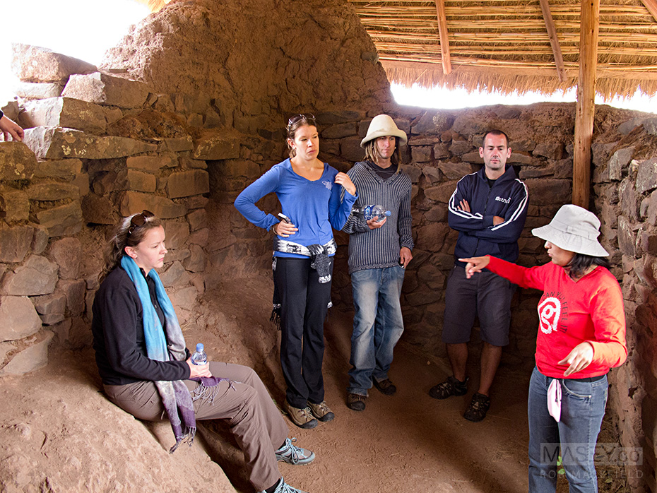 Helen, Anna, Simon and Atholl receive an 'Incan Interior Decorating 101' instruction from Nancy.