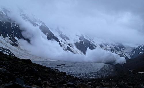 russia climbing caucasus mountaineering avalanche bezengi безенги ледникбезенги bezengiwall