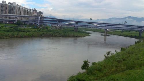秀朗橋旁的新店溪