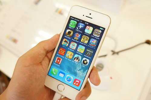 Apple iPhone 5s シャンパンゴールド前面