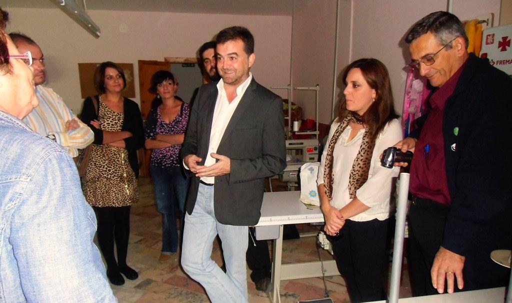 Antonio Maíllo visitando el Centro Manuel Díaz el Cordobés de AVAIN