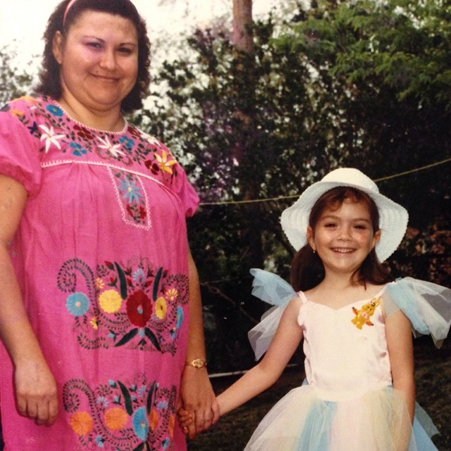 A little bit late, but here's my #throwbackThursday photo. Me & mi mamá.