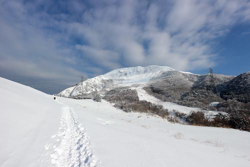 登山道から伊吹山を望む