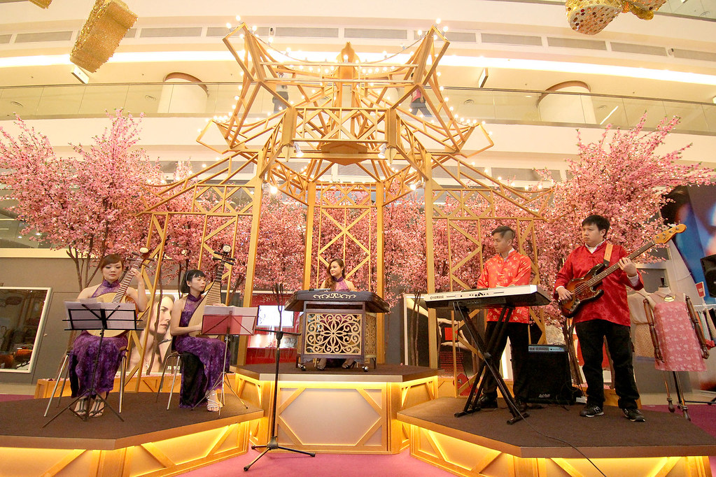 The traditional Chinese instrumental band entertaining visitors at the ground floor atrium