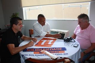 Francisco Sabino (centro), pré-candidato a federal, em reunião com David Martins (presidente estadual do Solidariedade) e Sandoval Fernandes