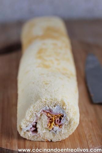 Brazo de gitano de queso cabrales, jamón y huevo hilado www.cocinandoentreolivos (25)