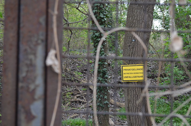 Spreepark Berlin Kulturpark Plaenterwald_abandoned amusement park_verboten no trespassing sign