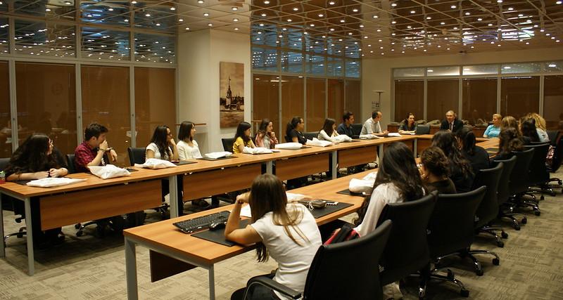 Psikoloji isteyen Anadolu Lisesi öğrencileri Üsküdar Üniversitesini gezdi 2