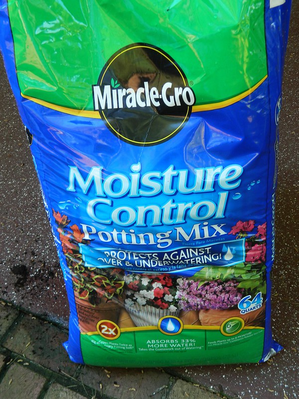 miracle gro potting soil