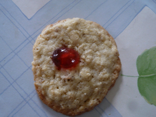 Pretty Please biscuit, close