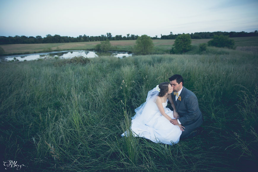 Bride_Groom_Kiss_Grass_field