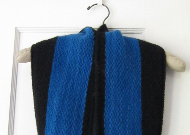 Two tone honeycomb stitch cowl