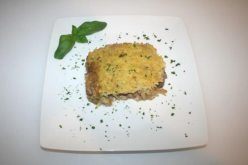 47 - Rindergeschnetzeltes mit Kartoffelhaube - serviert / Beef chop with potato coat - served
