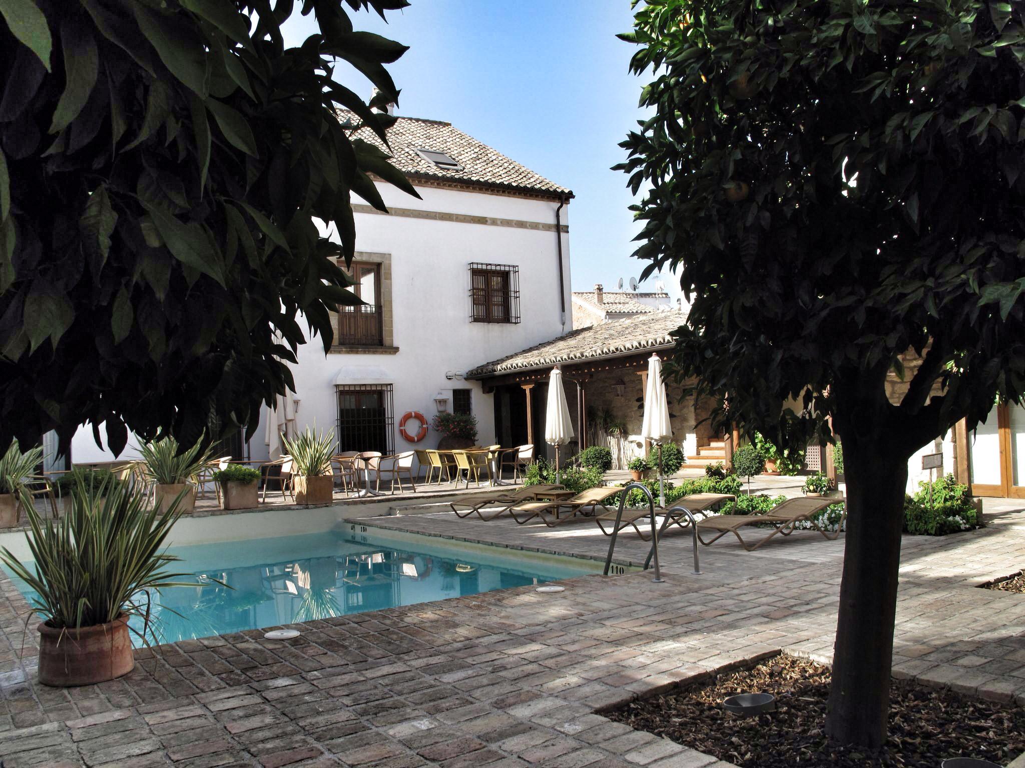 hotel puerta de la luna_antigua casa palacio del s. XIV que servía de residencia a los Dávila,