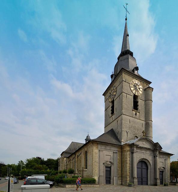 De kerk van Merchtem, waarbij alles rechtgetrokken werd aan de hand van convergerende lijnen.