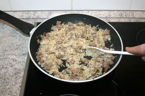 27 - Reis und Gewürze kurz anrösten / Braise rice & seasoning