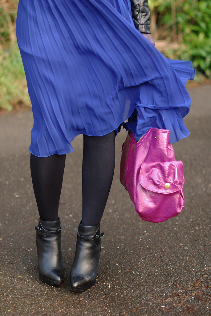 Blue pleated skirt & magenta bag