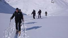 Dalsze podejście lodowcem Galmigletscher w kierunku przełęczy Oberaarjoch (3012m)
