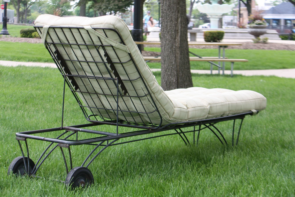 Mid Century Modern Homecrest Patio Set  Siesta Chaise Lounge Chair And