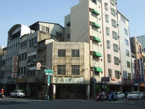 ホテル前の交差点