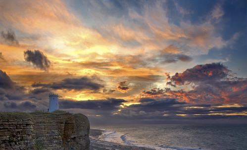 uk sky cloud lighthouse heritage wales sunrise canon point dawn coast britain cymru cardiff vale caerdydd glamorgan nash wentloog stevegarrington