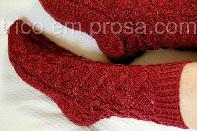 trico em prosa.com - Meias Embossed Leaves
