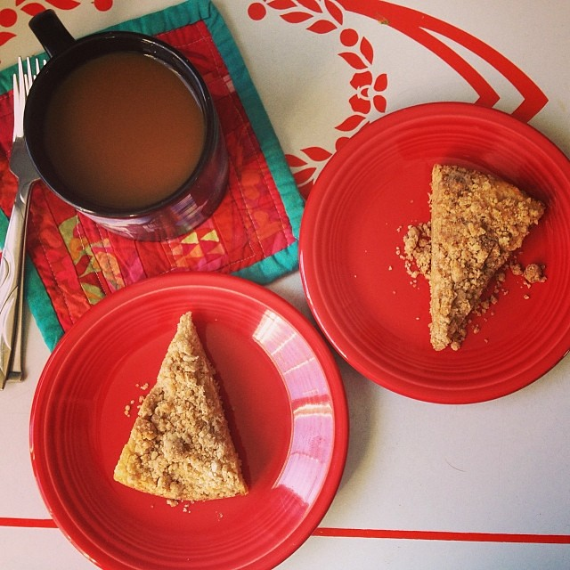 Because it's a snow day (again). Because it's my mom's birthday (hi mom!) & I wish she was here to have a cup with me. Because it's also my roomie's birthday & I miss  her. Coffee break with #Vegan coffee cake in the middle of a workday. #yearofmaking 29/