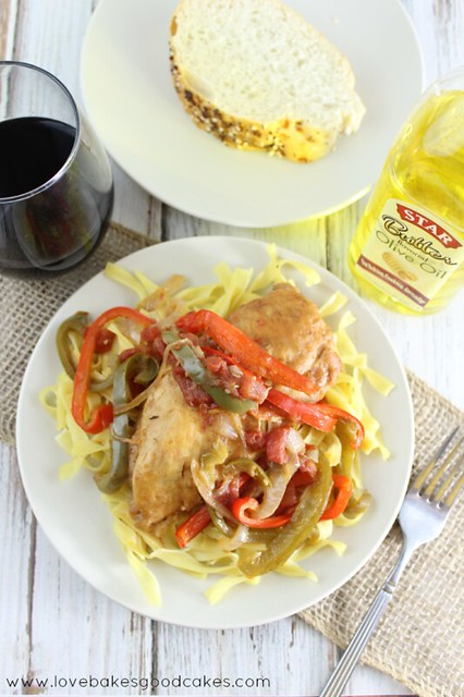 Skillet Chicken and Peppers - a delicious and easy weeknight meal idea. #StarOliveOil #chicken #shop #CollectiveBias